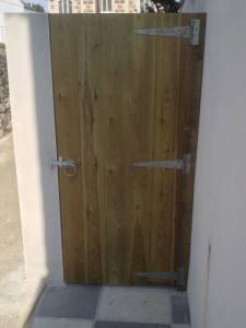 T & G bespoke gate with ring latch